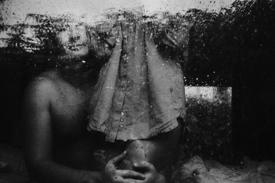 Intymna sesja zdjęciowa podczas deszczu
