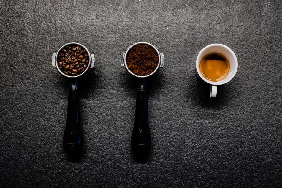 inspirująca fotografia napojów w bielsku białej - trzy fazy przygotowania kawy