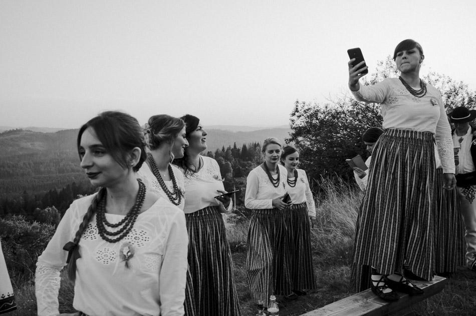 folkowe wesele w górach, naturalne zdjęcia ślubne