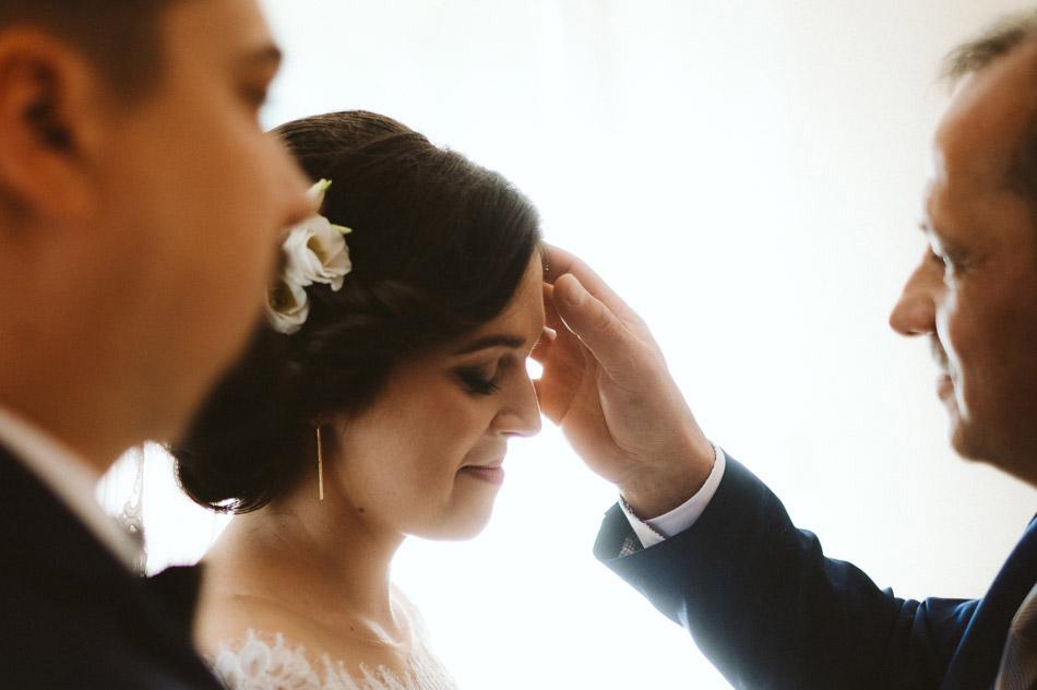 błogosławieństwo ślubne młodej pani