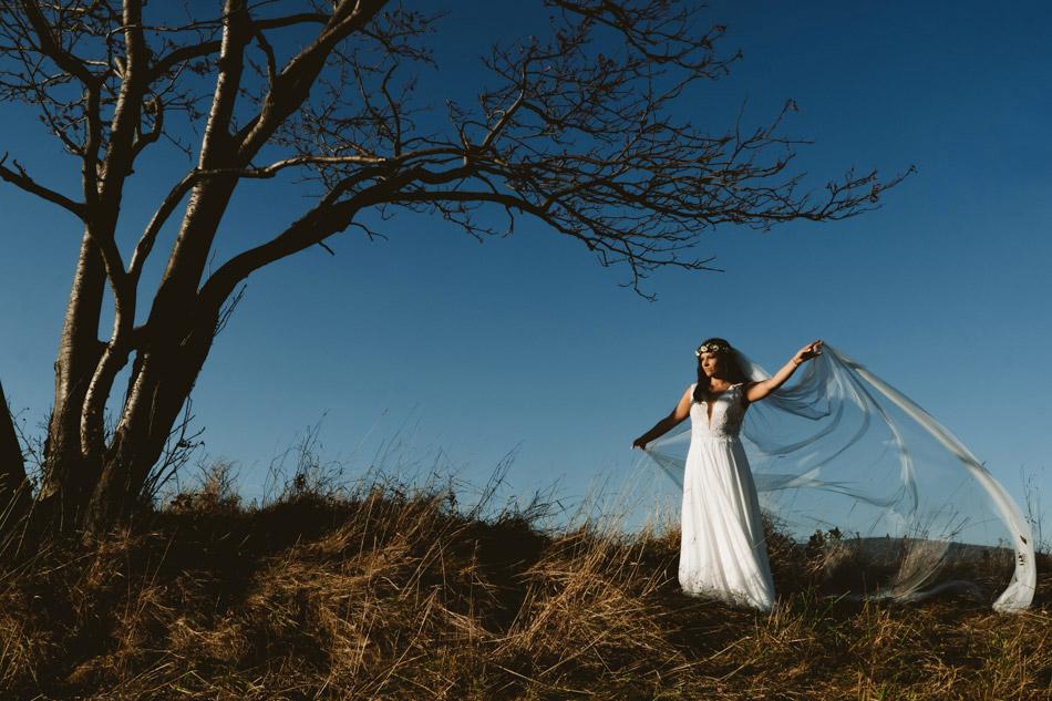 piękna panna młoda na sesji ślubnej w górach