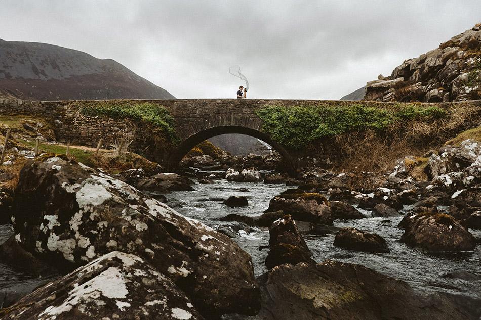 Naturalny plener ślubny w Irlandii