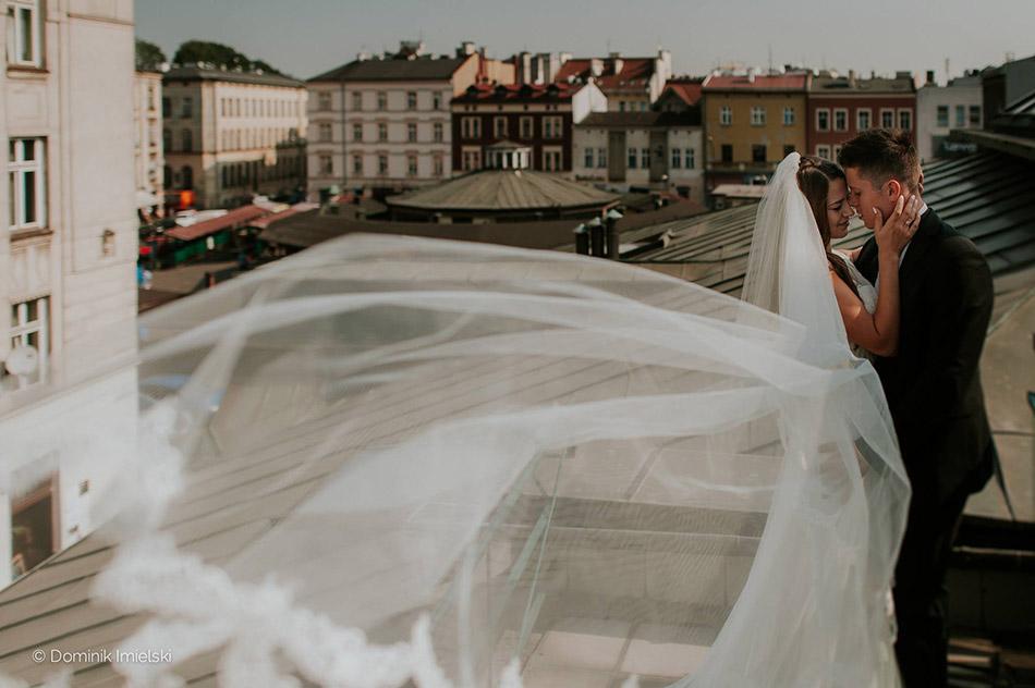 Naturalny plener ślubny w Krakowie, nad Dachami