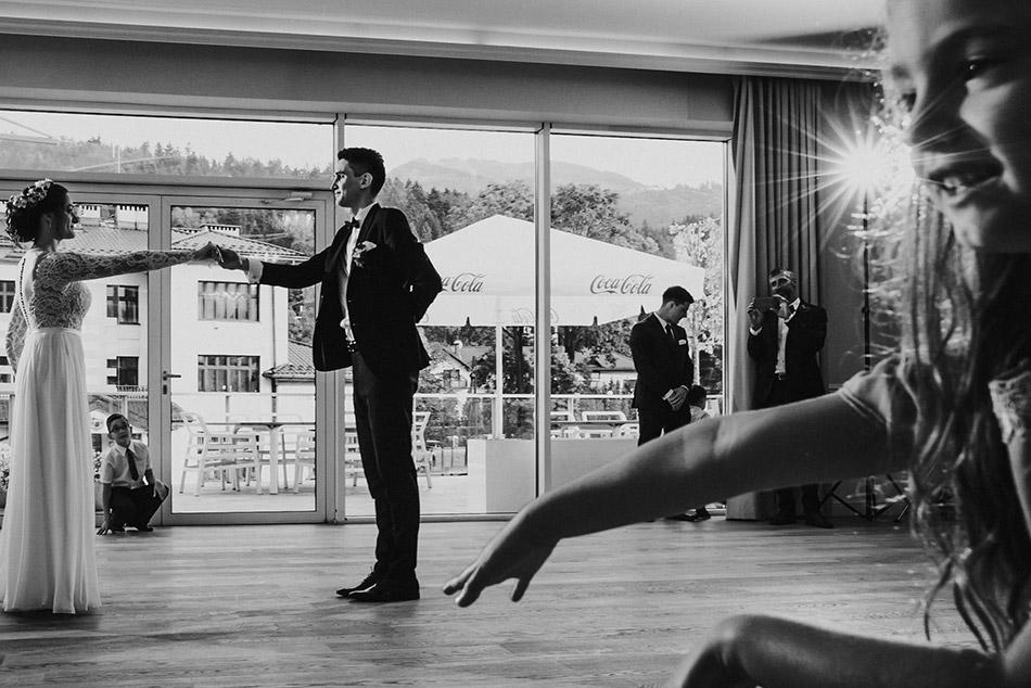pierwszy taniec na weselu z gośćmi