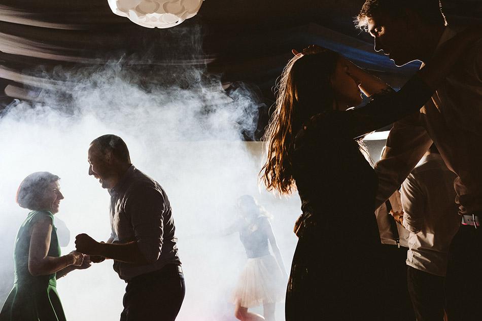 Zdjęcia podczas zabawy weselnej