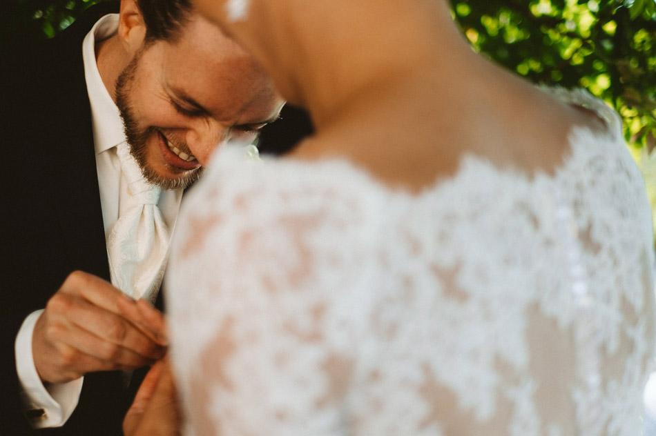 nakładanie obrączek podczas ślubu humanistycznego w Dolinie Cedronu