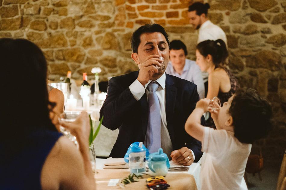 naturalne zdjęcia ślubne na zabawie