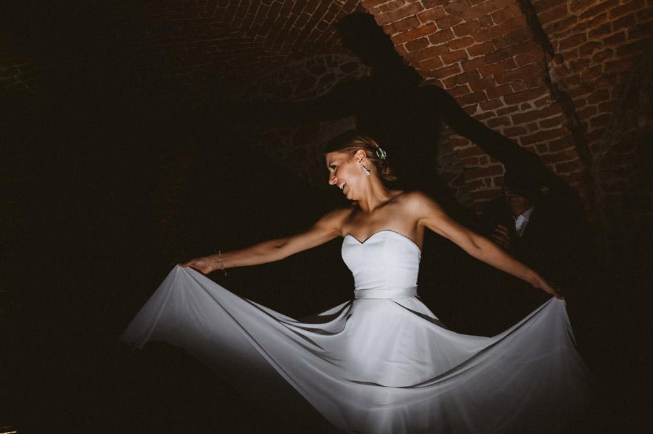 ciekawe zdjęcia ślubne podczas tańca
