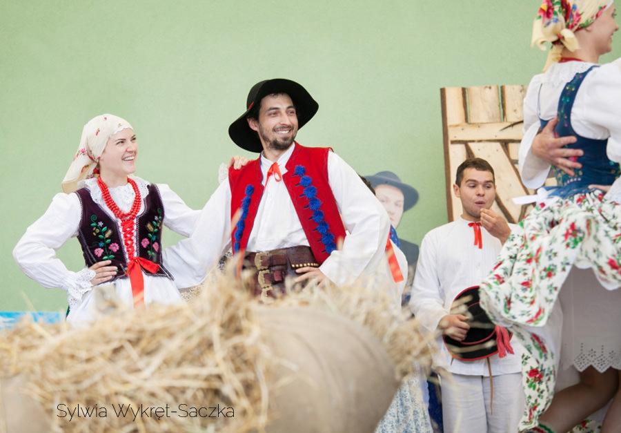 Występ zespołu regionalnego Magurzanie w Brennej